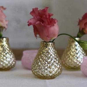 Dråbeformet guldvase med knopper